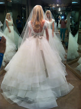 Load image into Gallery viewer, Lazaro '3309' size 4 new wedding dress back view on bride