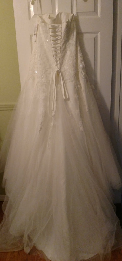 David's Bridal 'Strapless Tulle' size 12 new wedding dress back view on hanger