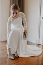Load image into Gallery viewer, Theia 'Lauren' size 6 used wedding dress front view on bride