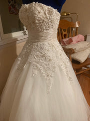 Justin Alexander '8465' size 4 new wedding dress front view on mannequin
