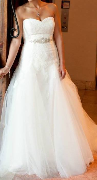 La Sposa '3797783' size 10 used wedding dress front view on bride