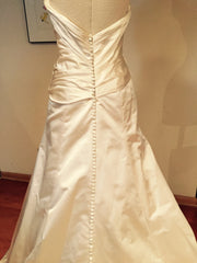 Vera Wang 'Satin Gown' - Vera Wang - Nearly Newlywed Bridal Boutique - 1