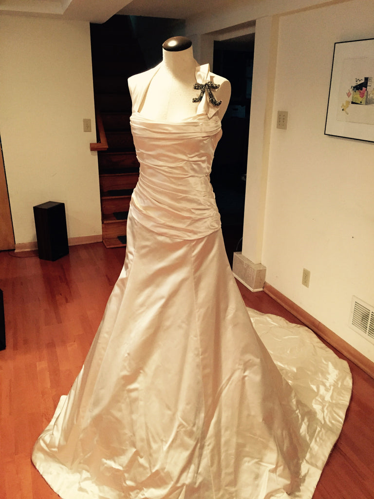 Vera Wang 'Satin Gown' - Vera Wang - Nearly Newlywed Bridal Boutique - 3