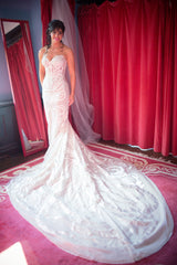 Pnina Tornai 'Butterfly' size 2 sample wedding dress front view on bride