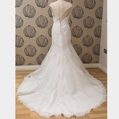 Justin Alexander '8600' size 8 new wedding dress back view on mannequin