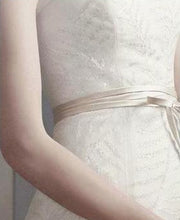 Load image into Gallery viewer, Vera Wang 'Fern Embroidery' - Vera Wang - Nearly Newlywed Bridal Boutique - 2