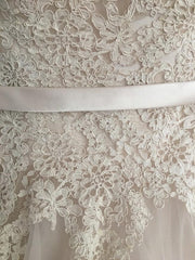 Allure Bridals '2908' size 6 used wedding dress front view close up
