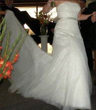 Load image into Gallery viewer, Vera Wang 'Fern Embroidery' - Vera Wang - Nearly Newlywed Bridal Boutique - 3