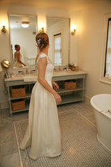 Monique Lhuillier 'Rihanna' size 4 used wedding dress side view on bride