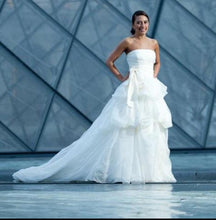 Load image into Gallery viewer, Vera Wang 'Chiffon Dress' - Vera Wang - Nearly Newlywed Bridal Boutique - 1