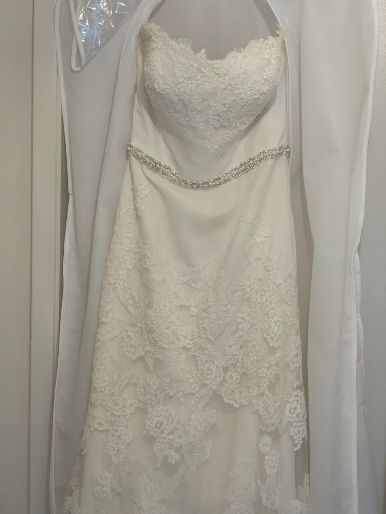 Enzoani 'Mode' size 4 used wedding dress front view close up