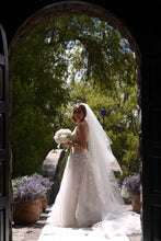 Load image into Gallery viewer, Mira Zwillinger 'Julie' size 6 new wedding dress side view on bride