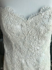 Paloma Blanca 'Modern' size 8 used wedding dress front view close up