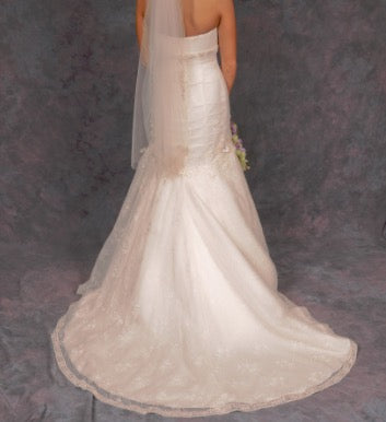 Oleg Cassini '7CWG377' size 0 used wedding dress back view on bride