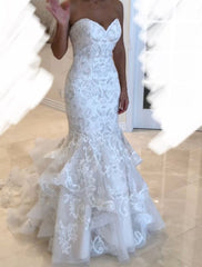 Allure Bridals 'Mermaid Lace' size 8 used wedding dress front view on bride
