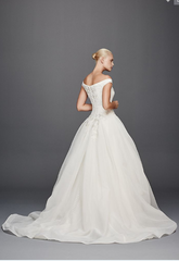 Zac Posen 'Off the Shoulder' size 6 used wedding dress back view on model