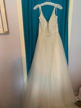 Load image into Gallery viewer, Enaura 'Aurora' wedding dress size-12 NEW