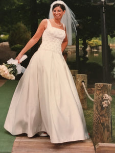 Carolina Herrara 'Pleated' size 6 used wedding dress front view on bride