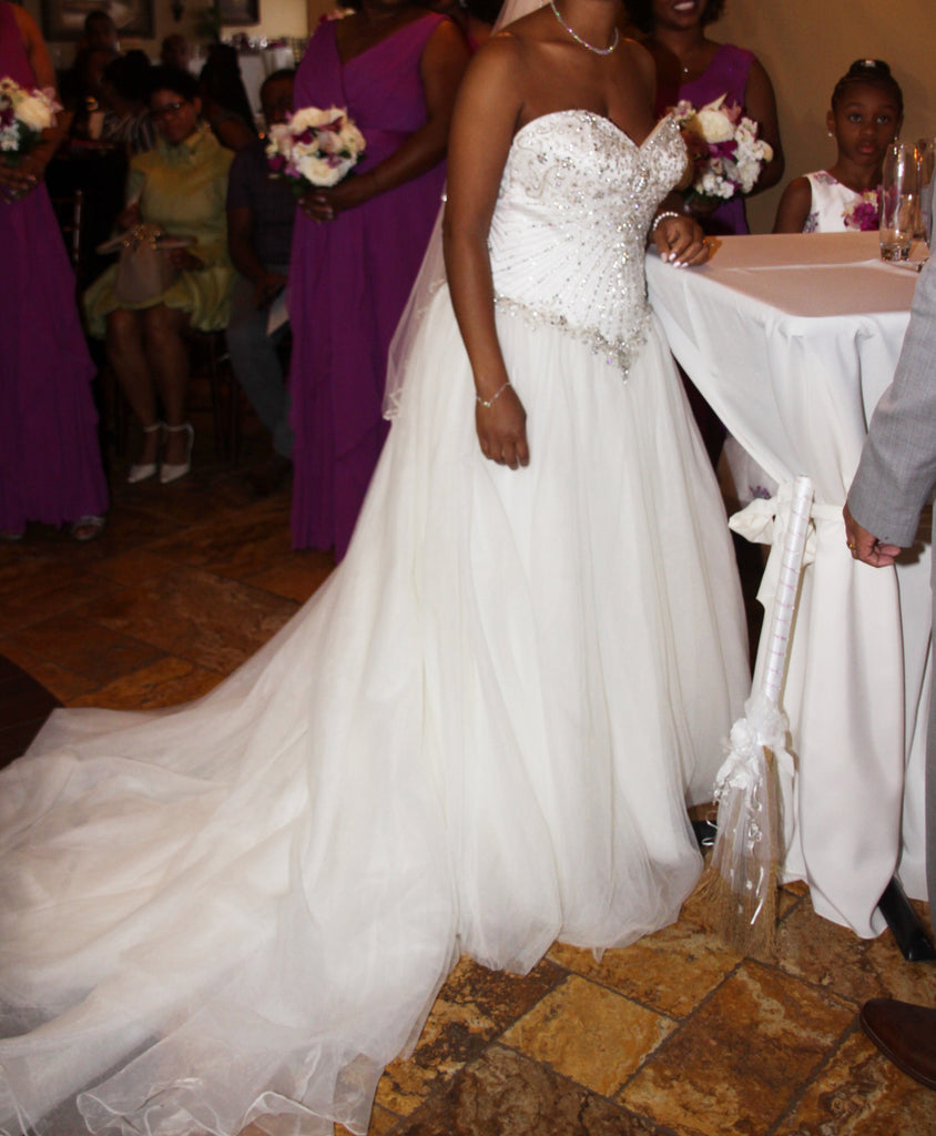 Fiore Coutre 'Princess' size 14 sample wedding dress side view on bride