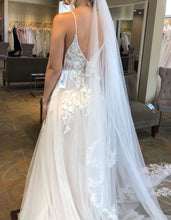 Load image into Gallery viewer, Essense of Australia 'D2840' wedding dress size-08 NEW