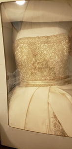 Oleg Cassini 'CYP368' size 8 used wedding dress front view in box