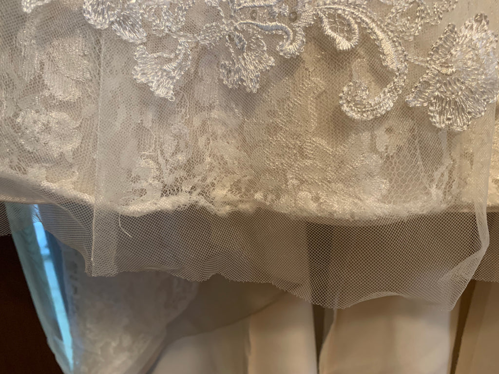 David's Bridal 'Jewel WG3755' size 00 used wedding dress front view of hemline