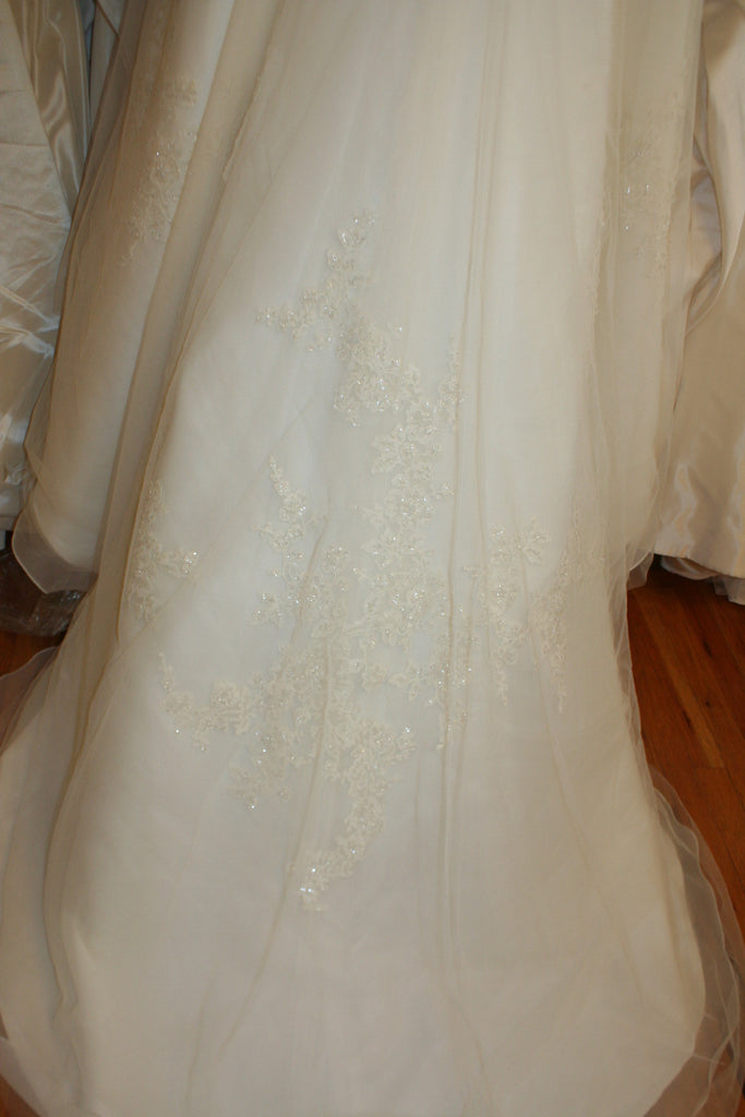 Enzoani 'Danika' - Enzoani - Nearly Newlywed Bridal Boutique - 5