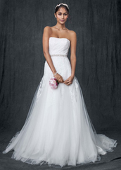 David's Bridal 'Strapless Tulle A-line' size 12 new wedding dress front view on model