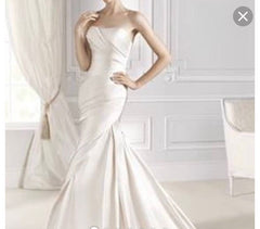 La Sposa 'Fanal' size 6 new wedding dress front view on model