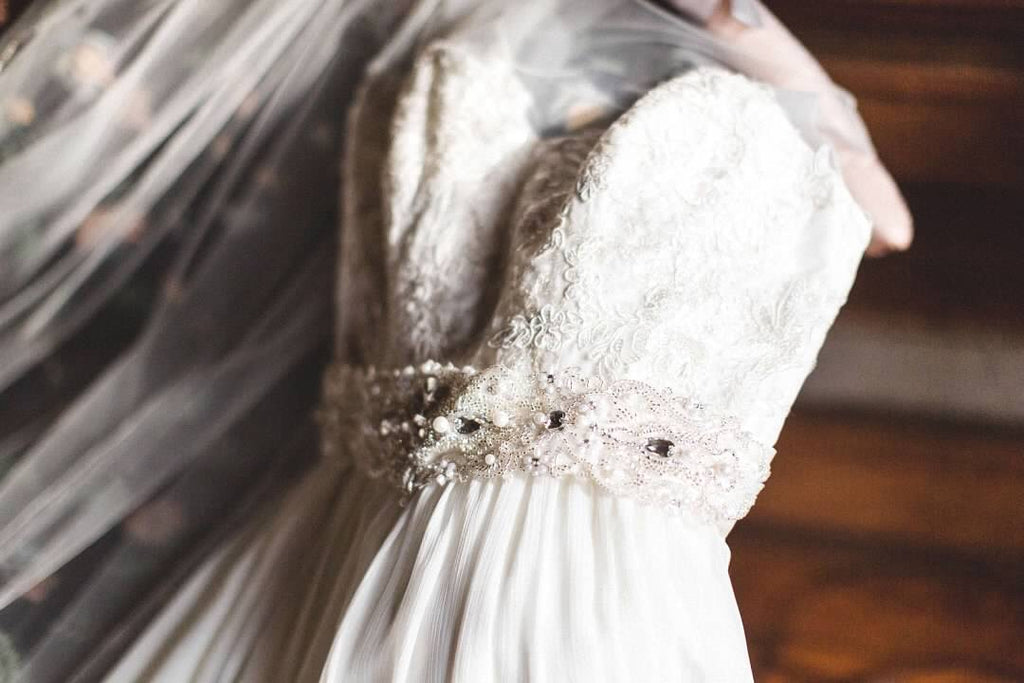 David's Bridal 'Lace and Crinkle Chiffop Sheath' size 10 used wedding dress front view close up