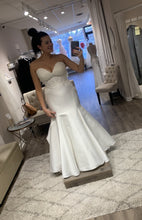 Load image into Gallery viewer, essence of australia 'CLASSIC TRUMPET - D2202' wedding dress size-12 NEW