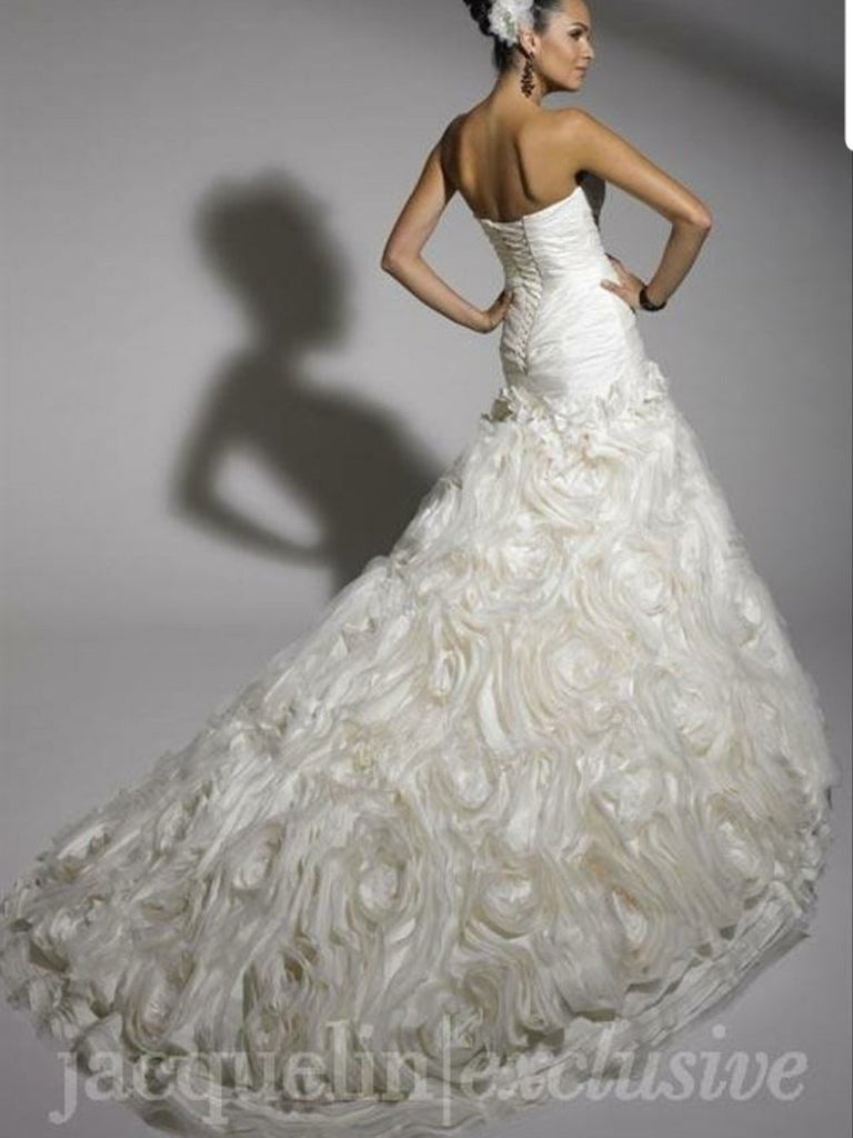 Jacquelin Exclusive '19881' size 6 new wedding dress back view on model