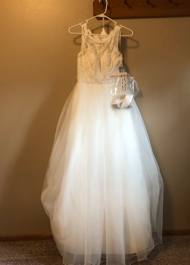 Wtoo 'Cordelia' size 0 new wedding dress front view on hanger