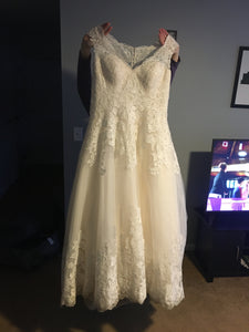 David's Bridal '9wg3850' wedding dress size-14 PREOWNED