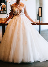 Load image into Gallery viewer, Pronovias 'Ofelia Petite'
