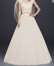 Load image into Gallery viewer, David's Bridal 'Tulle Lace Illusion' size 4 used wedding dress front view on model