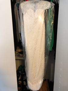 Vera Wang White 'Cap Illusion Lace' size 4 new wedding dress front view in bag