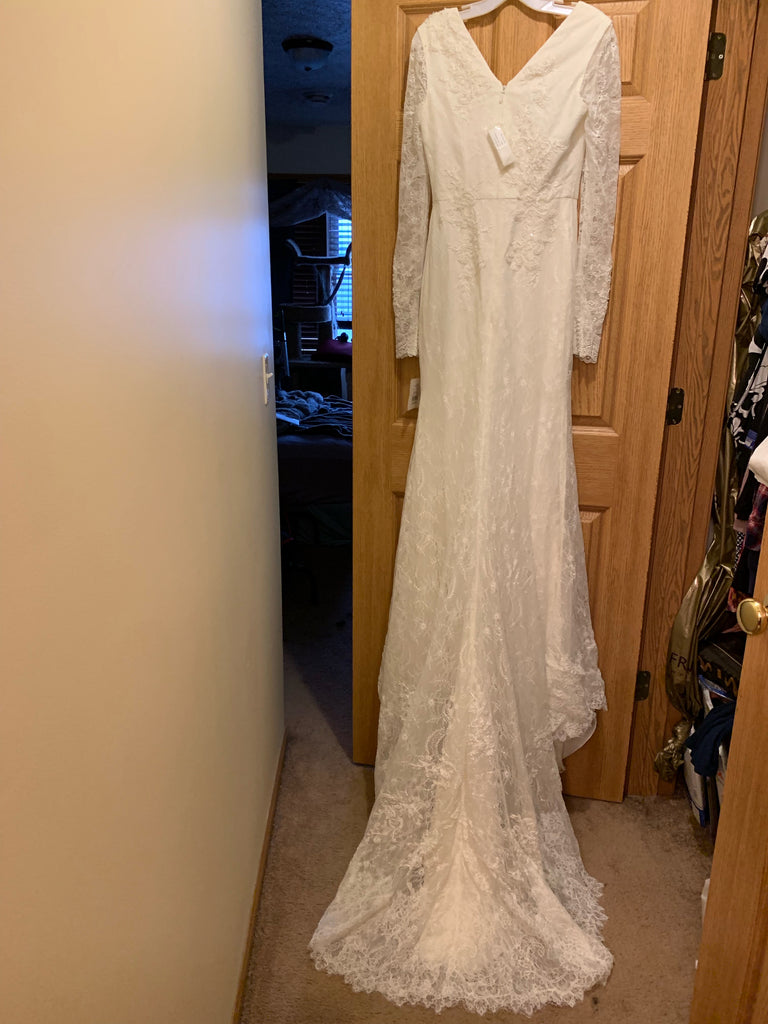 Vera Wang White 'Long Sleeve Lace Sheath' size 6 sample wedding dress back view on hanger