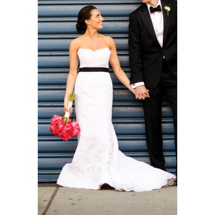 Oscar de la Renta Alencon Lace Gown - Oscar de la Renta - Nearly Newlywed Bridal Boutique - 5