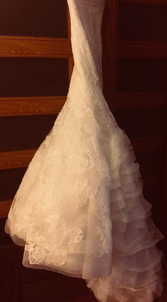 Vera Wang 'Leda' size 2 used wedding dress side view on hanger