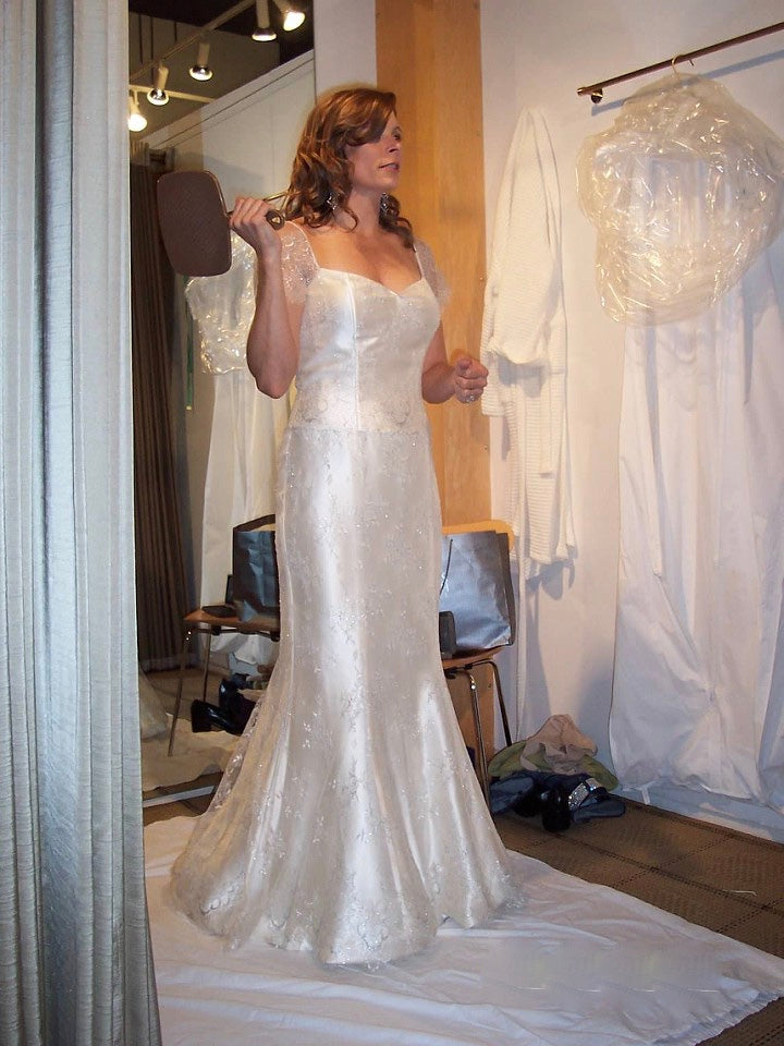 Vera Wang 'Juliet' size 4 used wedding dress side view on bride