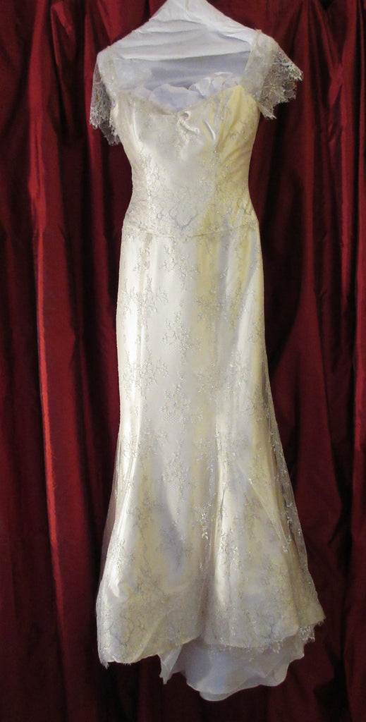 Vera Wang 'Juliet' size 4 used wedding dress front view on hanger
