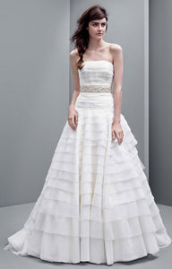 Vera Wang White 'A line Drop Waist' size 10 new wedding dress front view on model