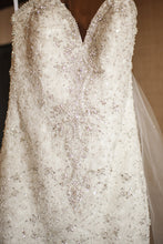 Load image into Gallery viewer, Allure Bridals 'C286' - Allure Bridals - Nearly Newlywed Bridal Boutique - 4