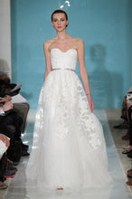 Load image into Gallery viewer, Reem Acra 'Heavenly Lace' - Reem Acra - Nearly Newlywed Bridal Boutique - 1