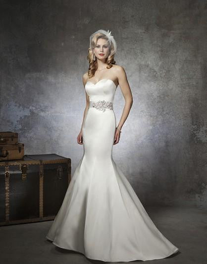 Justin Alexander '8659' size 8 new wedding dress front view on model