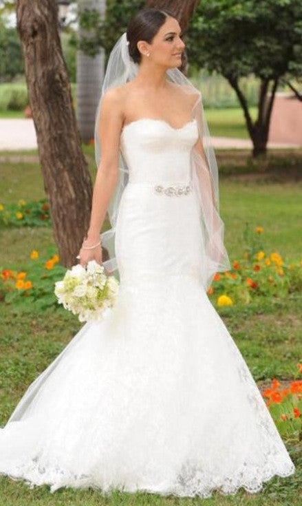 Monique Lhuillier Jessica Chantilly Lace Wedding Dress - Nearly Newlywed