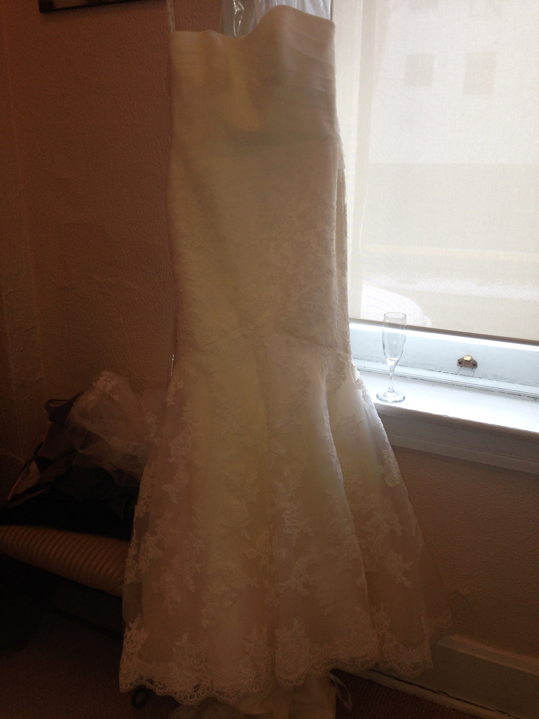 Enzoani 'Elin' size 4 new wedding dress front view on hanger