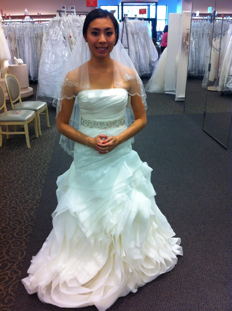 White by Vera Wang \'Organza Fit and Flare\' size 4 used wedding dress ...