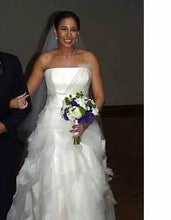 Load image into Gallery viewer, Vera Wang 'Deirdre' - Vera Wang - Nearly Newlywed Bridal Boutique - 1
